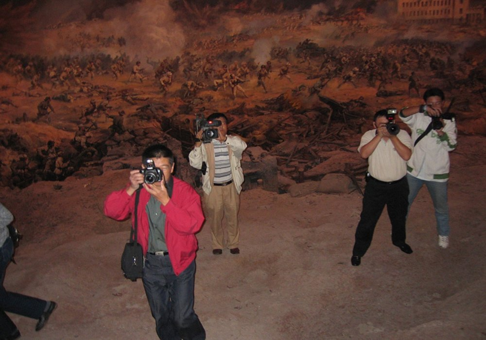 Storming Jinzhou  panorama platform with photojournalists in the 3D terrain, 2005  photo credit: Sara Velas