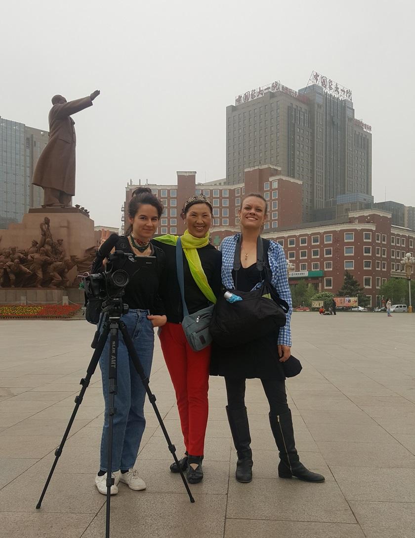 Ruby Carlson, friendly Shenyang citizen, Sara Velas on Zhongshan Square, May 2017 photo credit: another Friendly Shenyang citizen