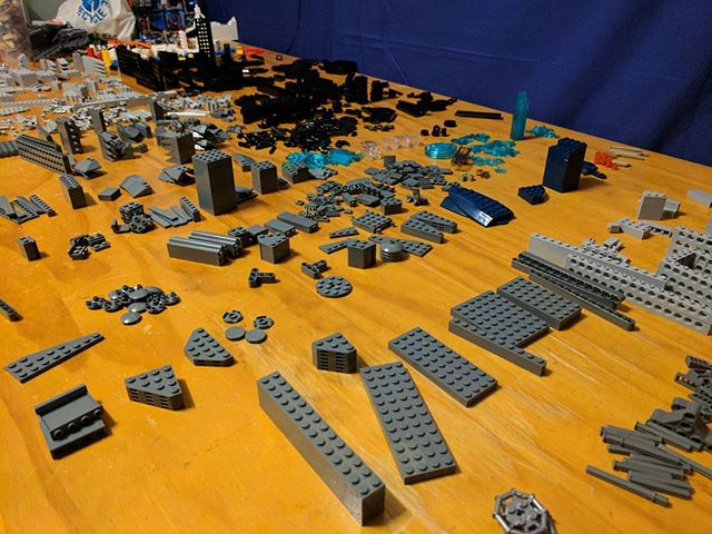 Any guesses on what LEGO set I am trying to part out? #lego #legocentral #afol #brick #bricks #bricknetwork #toy #toyphoto #legopieces #legos #minifig #minifigs