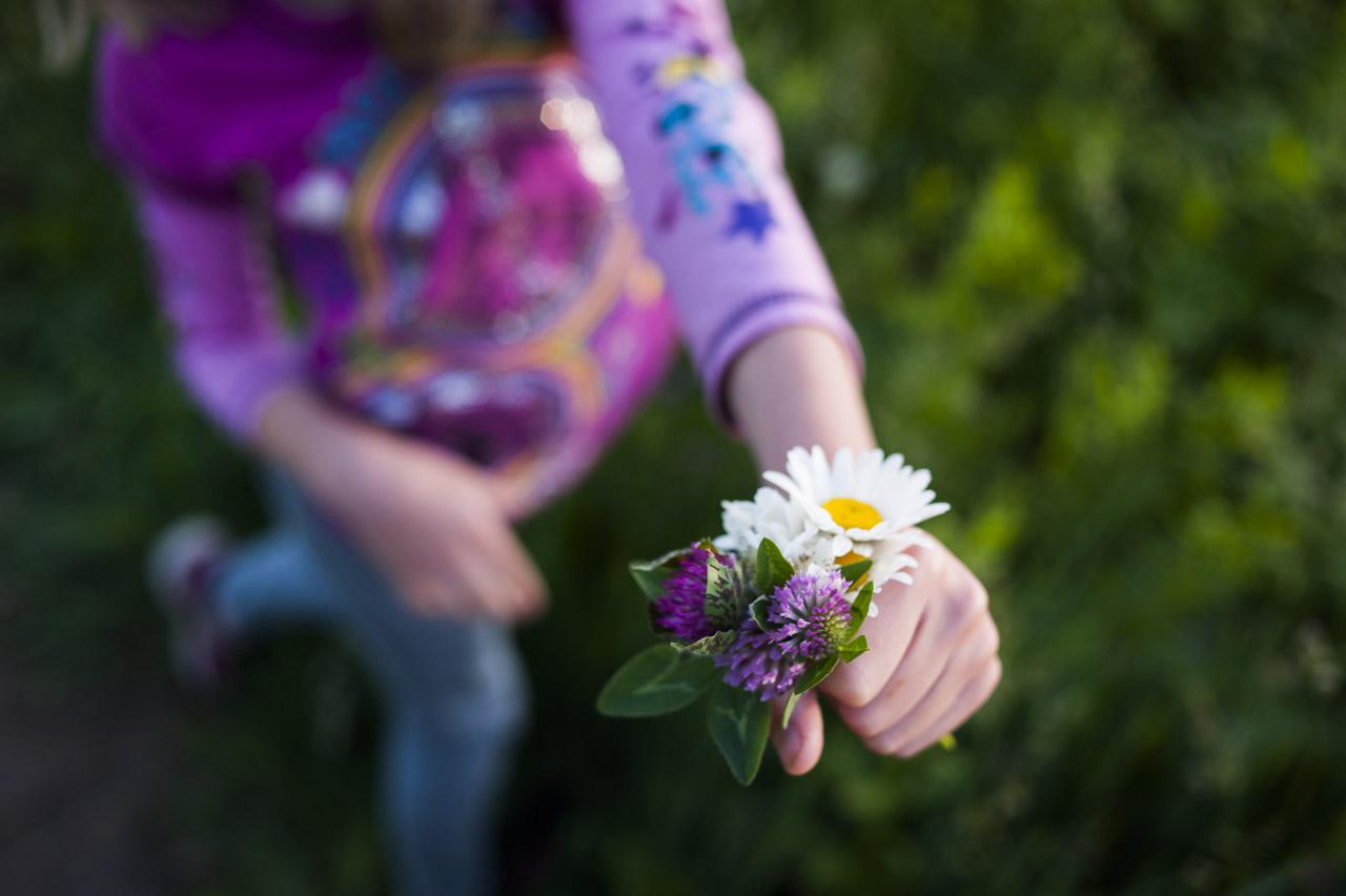 flower offering (c) jocelynmathewes.com