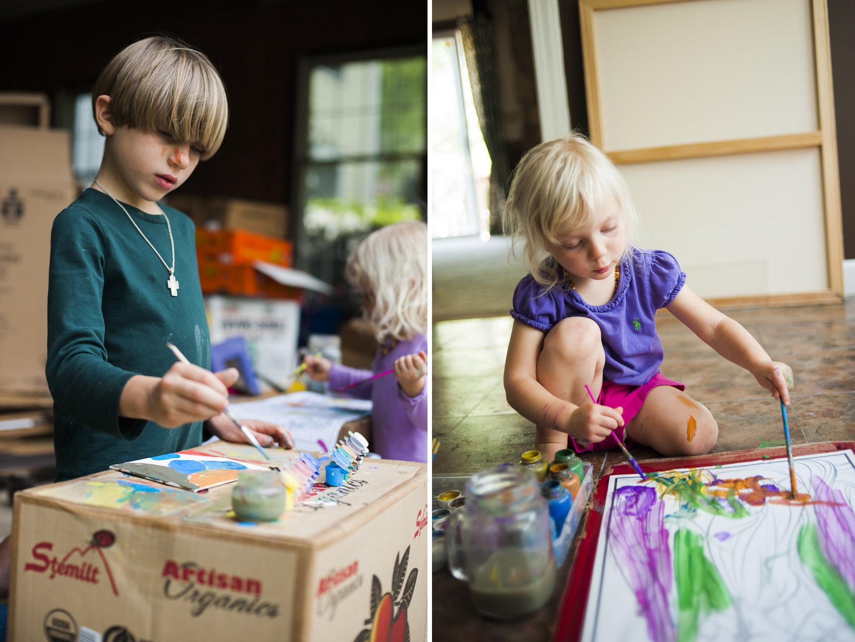 children painting freely // (c) jocelynmathewes.com