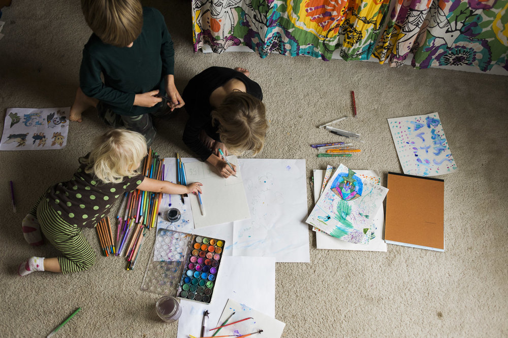 children drawing on the studio floor // (c) jocelynmathewes.com