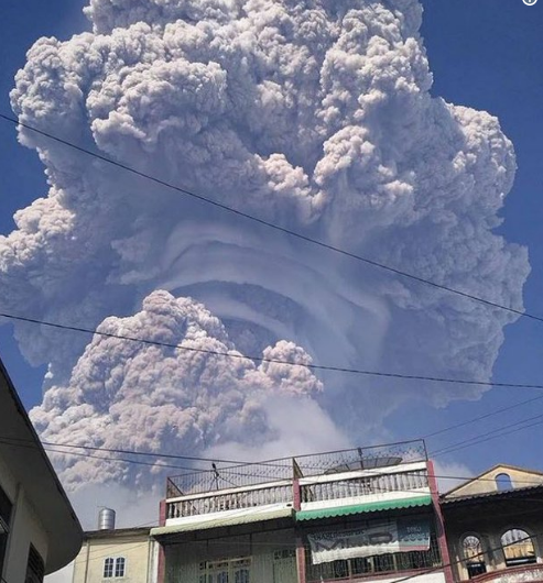 An amazing view of the rising eruption column of the Sinabung volcano (Sumatra island, Indonesia) on Feb 19 featuring pileus clouds.