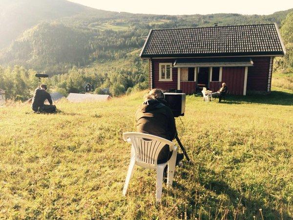 Jorunn Myklebust Syversen og Anders Baasmo Christiansen under innspillingen i Rukkedalen høsten 2015.
