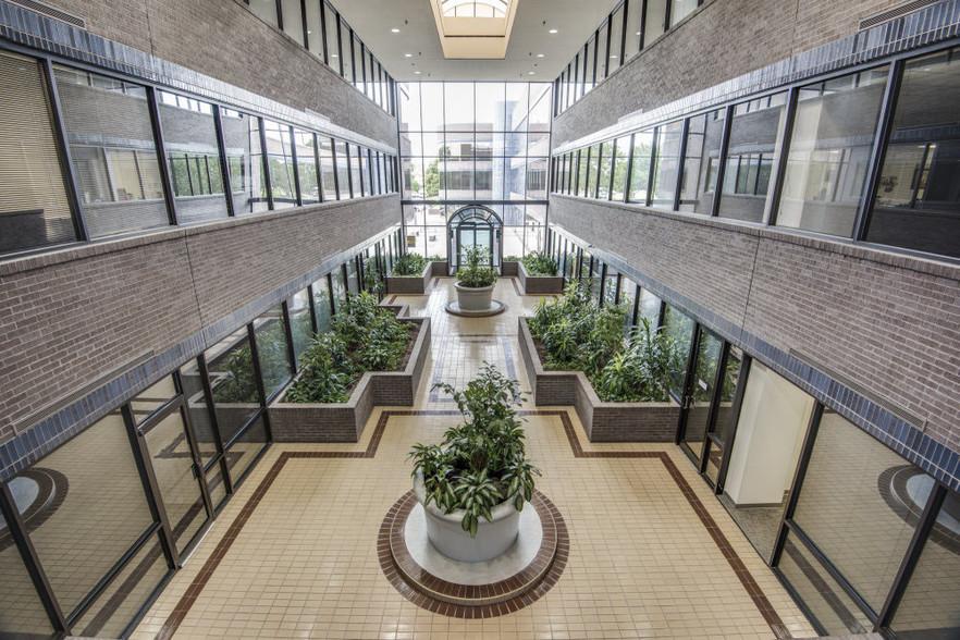 Northbrook Atrium1.jpg