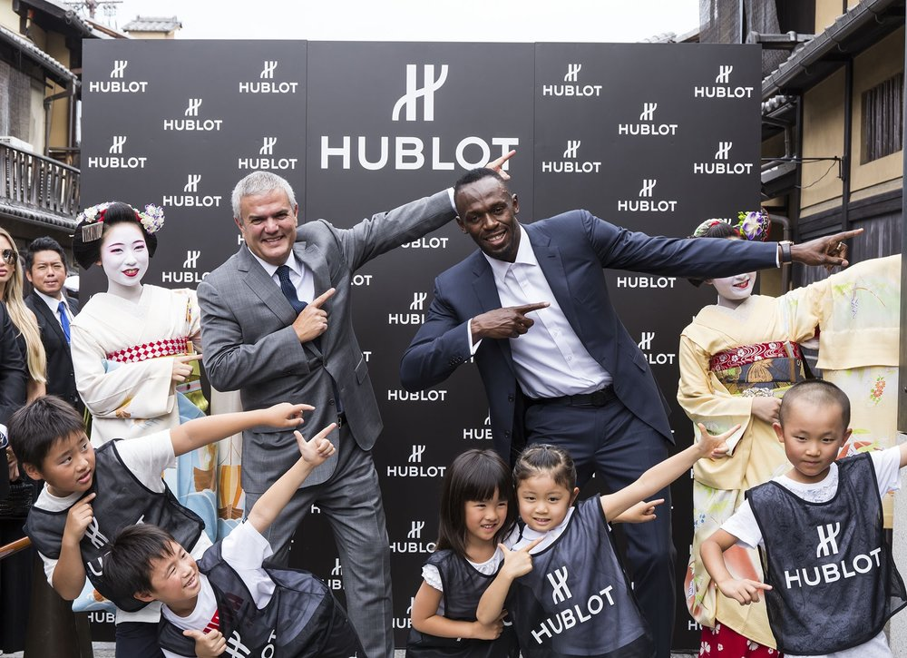 ricardo-guadalupe-usain-bolt-and-children-in-front-of-hublot-boutique-kyoto.jpg