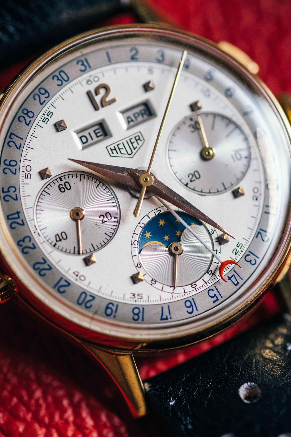 TAG Heuer Globetrotter Genève_Chronograph Triple Calendar with Moonphase (1).jpg