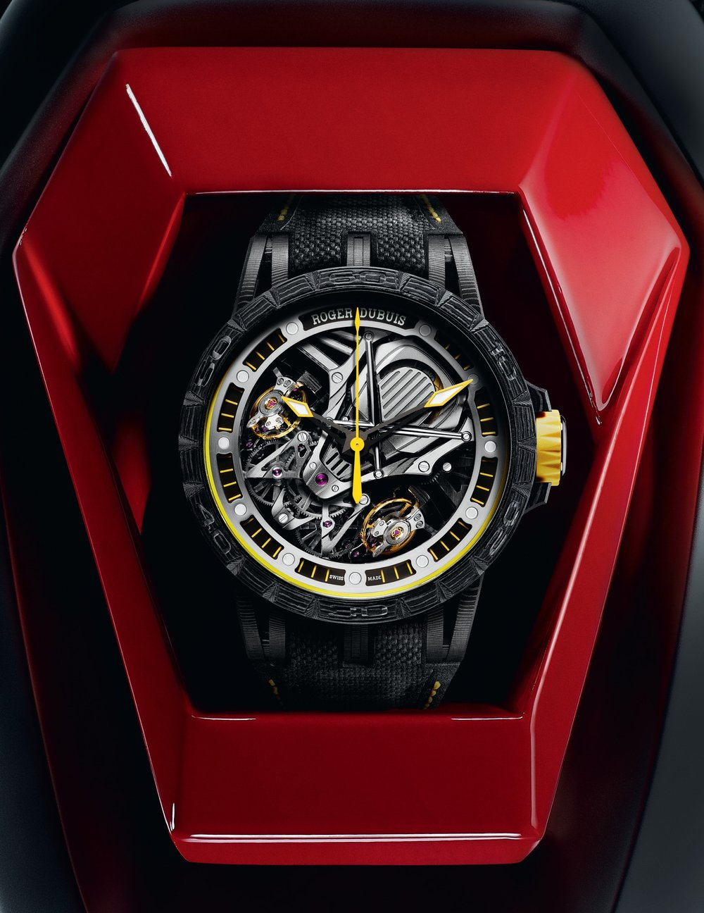 ROGER_DUBUIS_EXCALIBUR_45_SPIDER_WATCH_JAUNE_START_BUTTON---Cadre.jpg