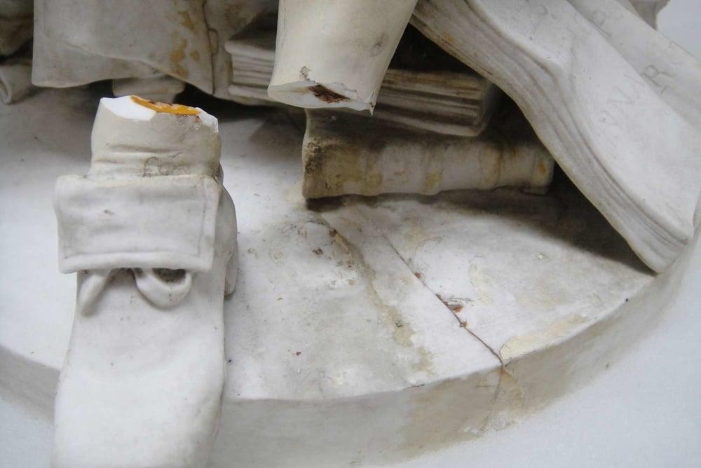 reparation porcelaine pied
