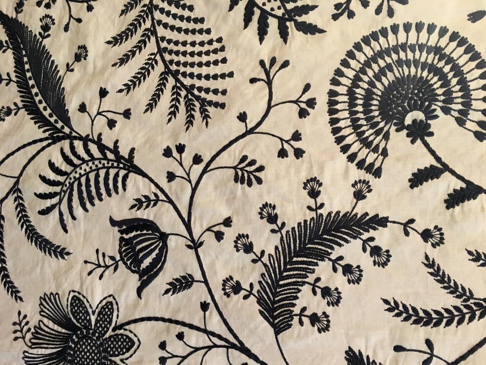 tissu-ameublement-relooking-meuble-art-restauration-ancien-meuble-telephone-restaurarte.jpeg