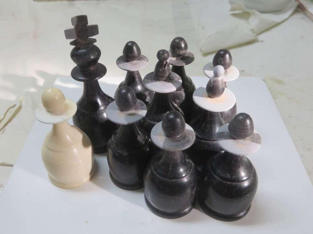 jeu-echec-ivoire-ebene-pions-restauration-art-artisanat-ancien-restaurarte.jpg
