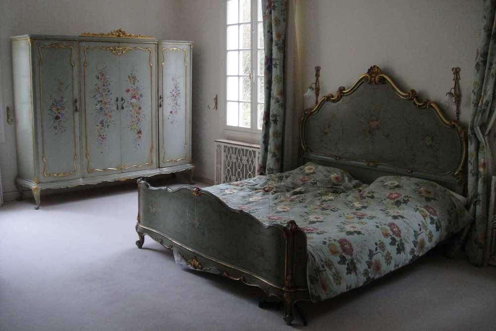 bois-venise-XVIIIe-siecle-traitement-consolidation-art-restaurarte-commode-bouquet-fleurs-chambre.jpg