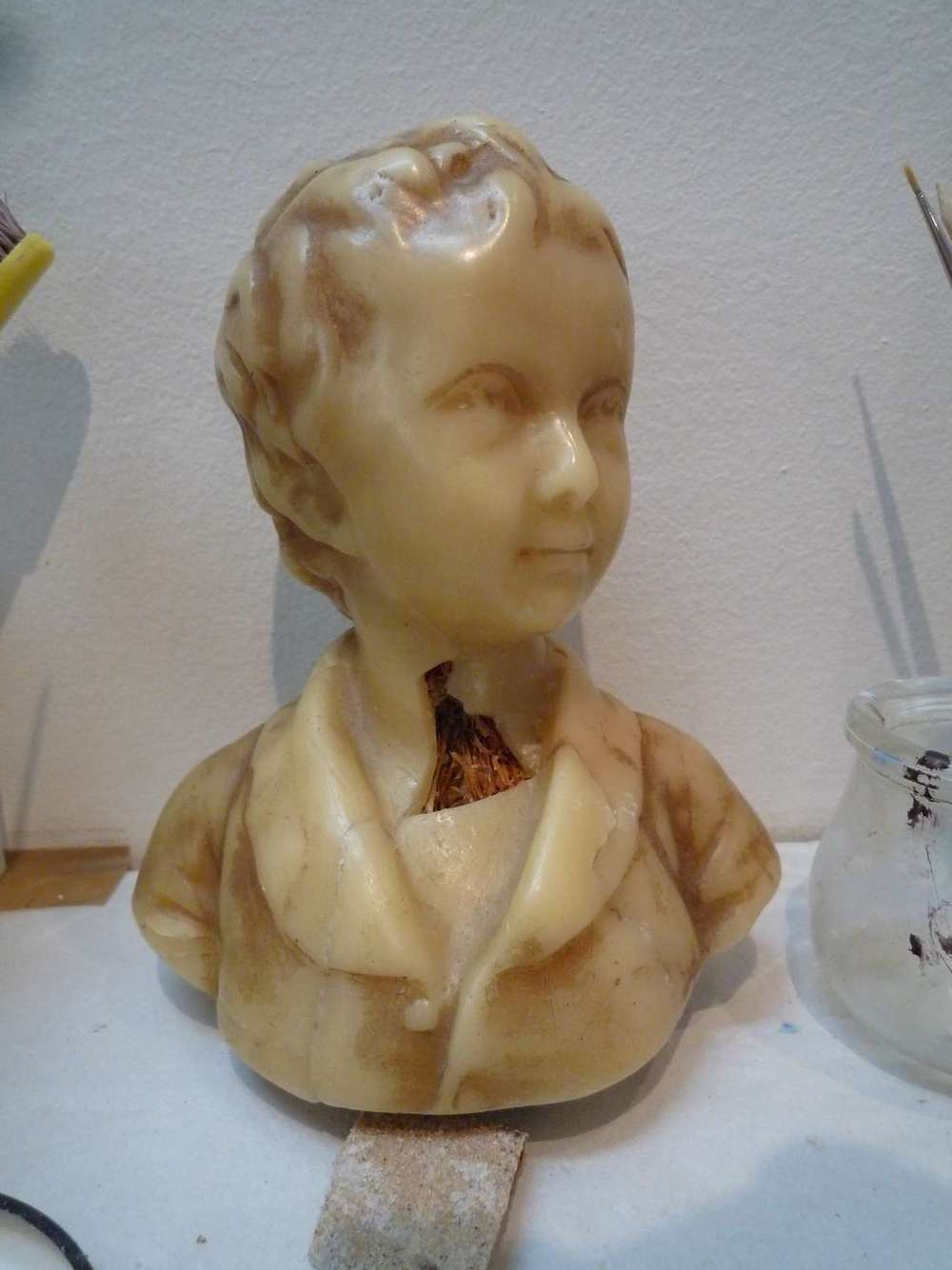 alaxandre-brongniart-enfant-buste-sculpte-cire-socle-bois-art-restauration-reparation-restaurarte.jpg