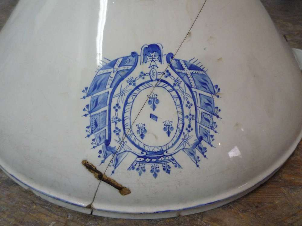 porcelaine-chantilly-bassine-blanche-cuisine-restauration-ateliers-restaurarte-art-invisible-agrafe-ceramique.jpg