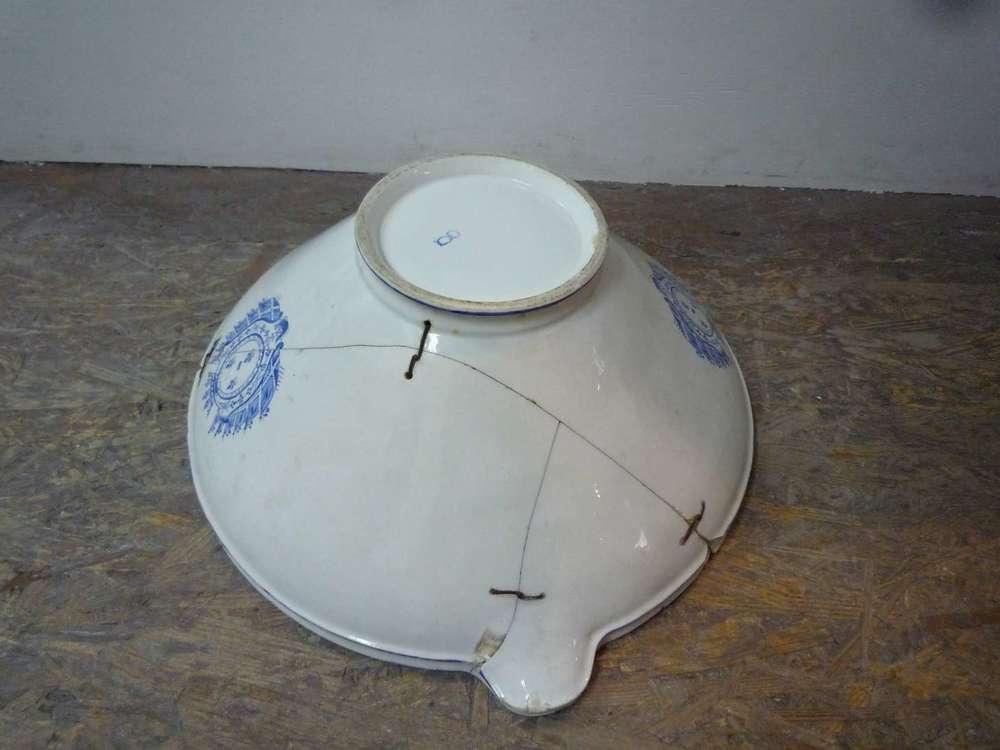 porcelaine-chantilly-bassine-blanche-cuisine-restauration-ateliers-restaurarte-art-invisible-armoiries.jpg