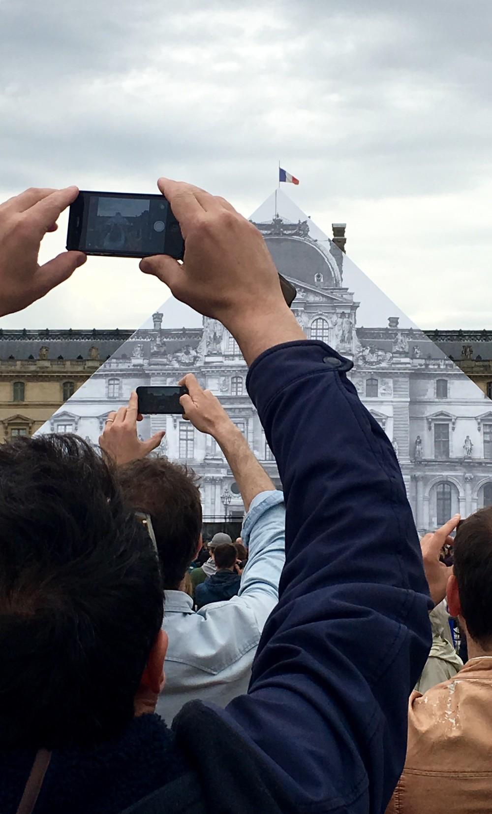 jr-artiste-contemporain-art-photo-restaurarte-galerie-perrotin-paris-le-havre-decade-louvre-restauration-visiteur-public.jpg