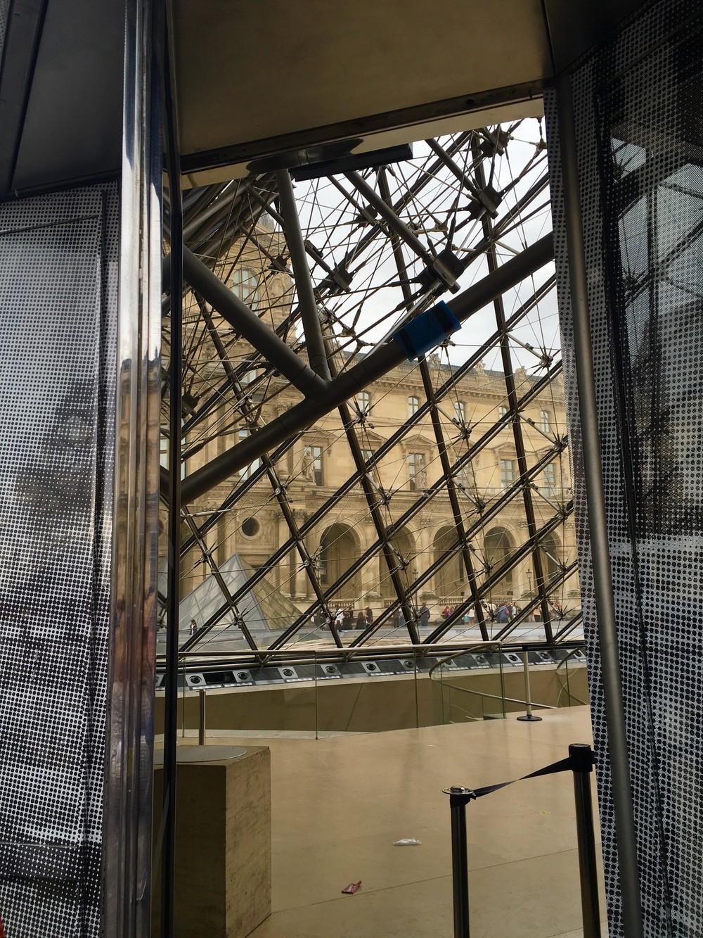 jr-artiste-contemporain-art-photo-restaurarte-galerie-perrotin-paris-le-havre-decade-louvre-restauration-anamorphose.jpg