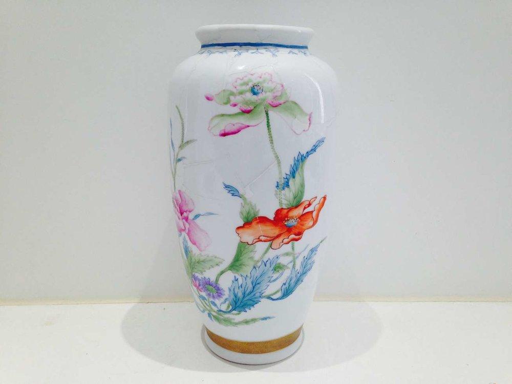 Vase-porcelaine-réparé.jpg