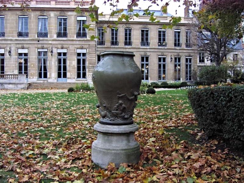 Vase monumental Dalou