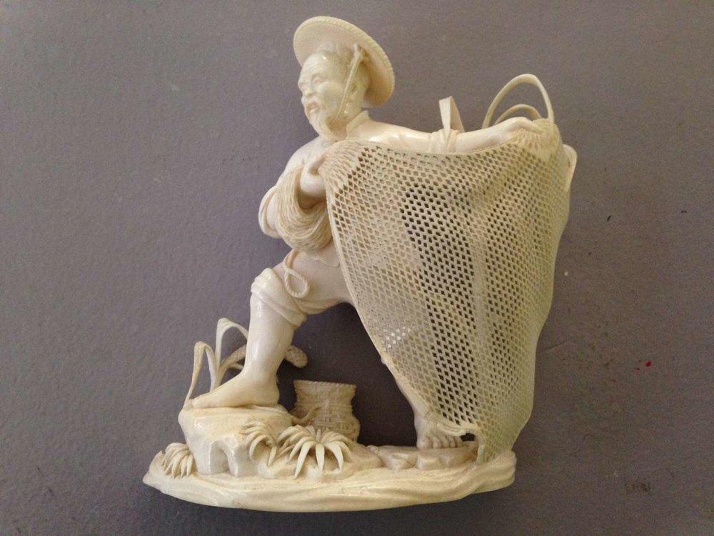 statuette-japon-japonaise-ivoire-art-pecheur-filet-restauration-comblement-retouche-invisible-restaurarte.jpg