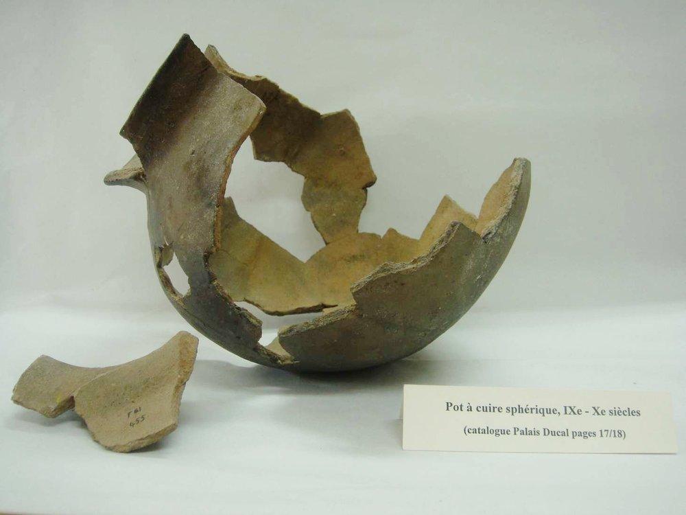 Restauration d'un pot archéologique