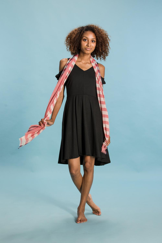 DRESS:elegantees.com SCARF:bloomandgive.com