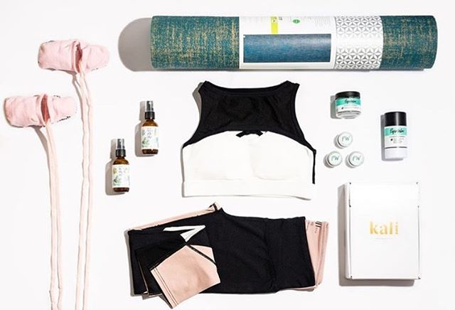 ⭐️ G I V E A W A Y ⭐️ We partnered with @kaliboxes @theboxplant @piperwai and @nadiamurdock to bring you some of our fave Yoga Essentials. We are also giving away a Kali box! We will select 1 winner to win an outfit from Will Lane, a Pre-Yoga Mist and Mat Spray from The Box Plant, an entire set of all natural deodorant from Piper Wai, a yoga mat from Gaiam, yoga/barre socks from Sashi, and a downloadable book from Nadia Murdock!  Here's how to enter: 🔹Like this post. 🔹Tag 1 fellow yogi in the comments below. 🔹Make sure you're both following @will_lane_athletics @theboxplant @piperwai @nadiamurdock and @kaliboxes 🔹Enter as many times as you would like. 🔹US entries only. Winner will be selected and announced in this post on Monday, December 31. This giveaway is not affiliated with Instagram in any way.