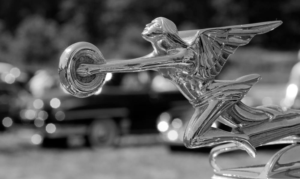 933_1packard_hood_ornament_angel_holding_wheel.jpg