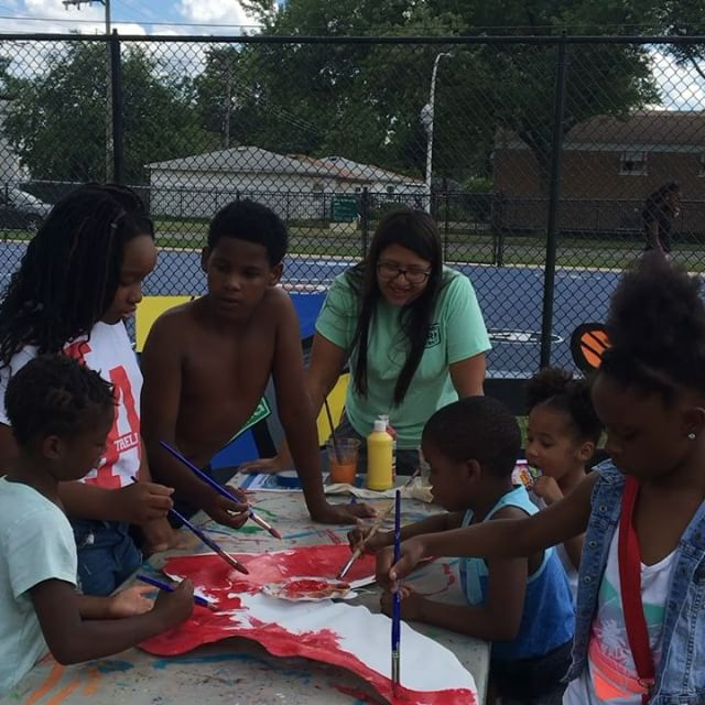 a gorgeous day of intergenerational art making with ArtSeed at Ohio and Harding Park as we learn about  @hectorduarte_artwork and create butterflies for our parade @artdesignchicago @crossroadsfund @chicagoparks #theartofflocking #intheparks