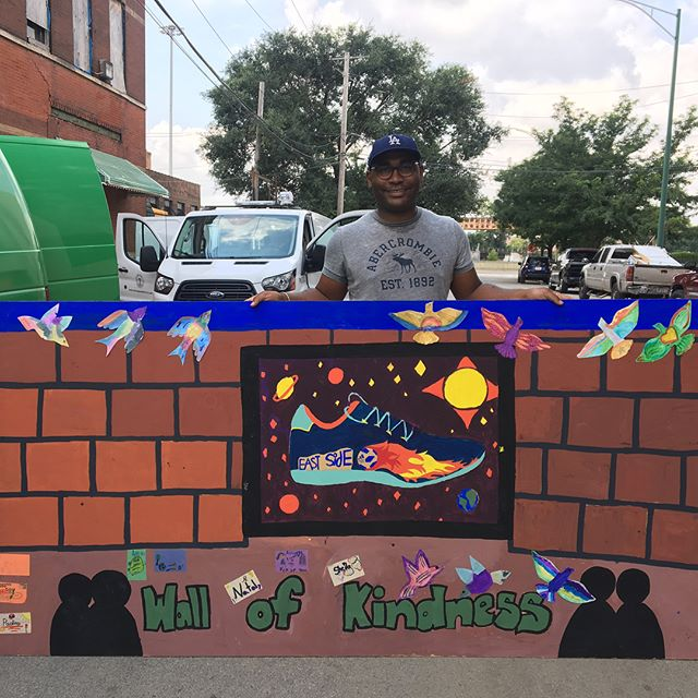#tbt to walls of kindness created by adam bailey and @mariaambriz12 with youth from six different parks around chicago's south side inspired by a project initiated by young people on the pakistani / indian border @artdesignchicago @crossroadsfund @chicagoparks #intheparks #theartofflocking