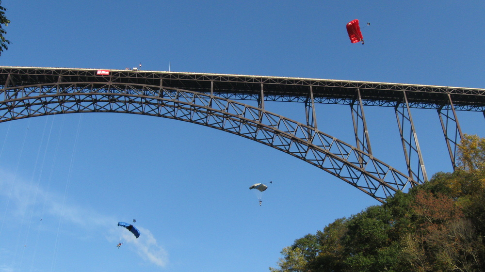2008-10-18_New_River_Gorge_-_Bridge_Day_-_33.jpg