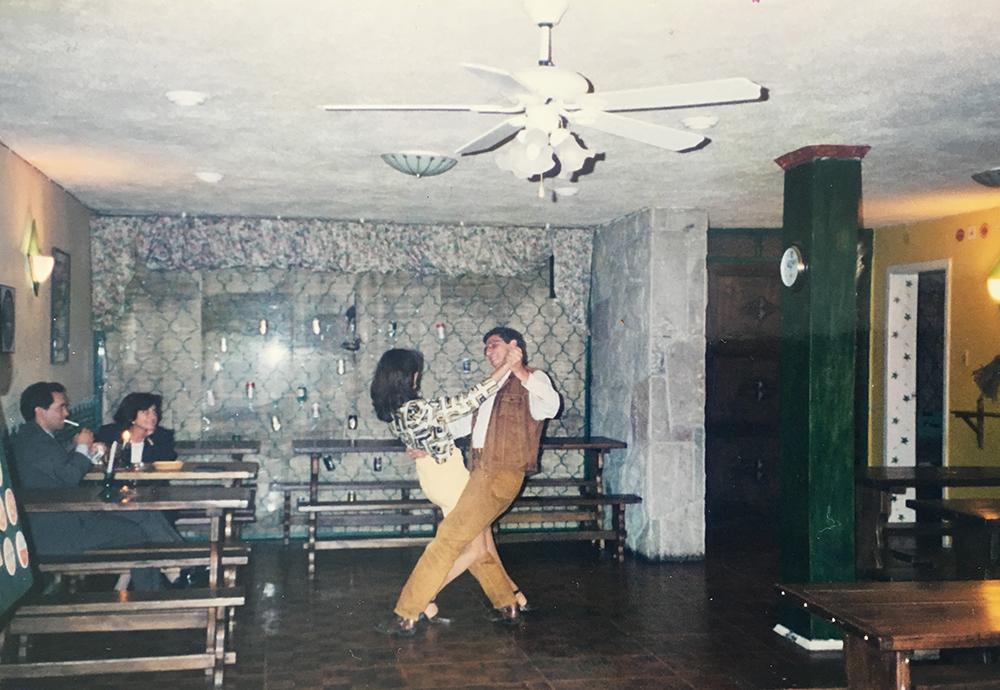 Clase de tango de los días martes, 1998.