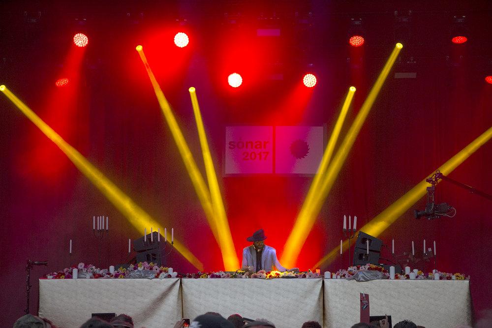 El DJ Damian Lazarus cerró el Sonar by Day del viernes 14 con un set eléctrico previo al inicio del Sonar by Night.