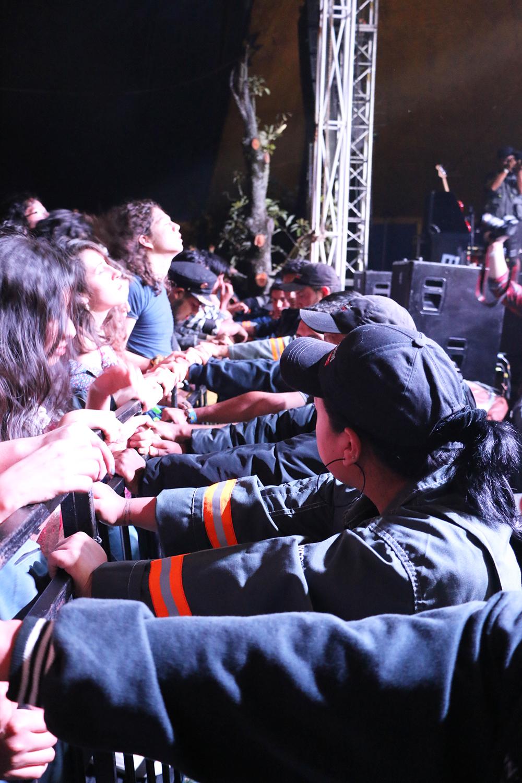 Fue necesario contener a los fans de la Rocola Bacalao. | Foto: Marcelo A.