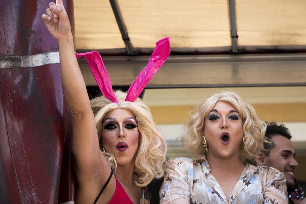 El Desfile de Luchas, Orgullo y prejuicios - En España cubrimos el desfile del Orgullo Gay. La celebración fue impactante. Más.