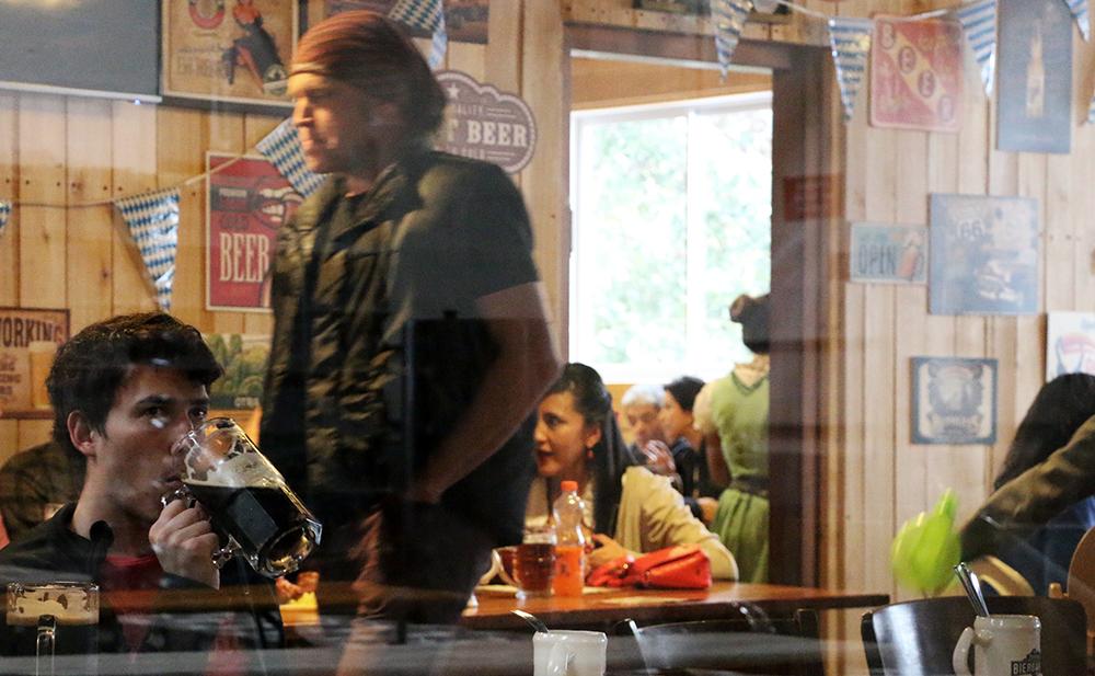 El debut del Culto artesanal - En 2015, las cervecerías artesanales cocinaron 3,4 millones de litros. En Paralelo nos bebimos algunos para saber qué está pasando. Más.