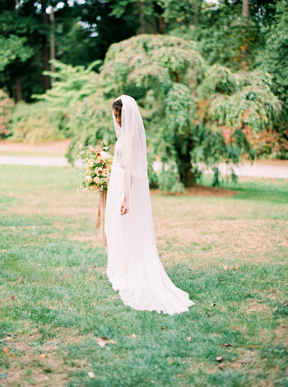 Wedding Wise, Seattle Wedding Planner | 2017 Pantone Color of the Year, Greenery | Sarah Carpenter Photography | Bride with a veil