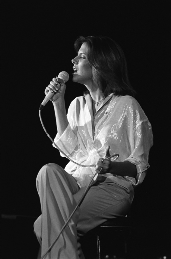 #2966 18 18A-DebbyBooneForum-Dec23,1977_2x3_300dpi.jpg