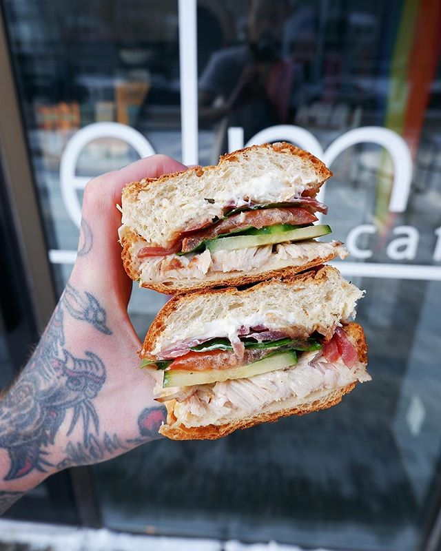 This weather suxxxxxxxx but sandwiches ruuuuule. New one for ya droppin' 2moro: Sous-vide turkey, roast apple, chèvre, pickled red onion, aioli, cukes, & greens!