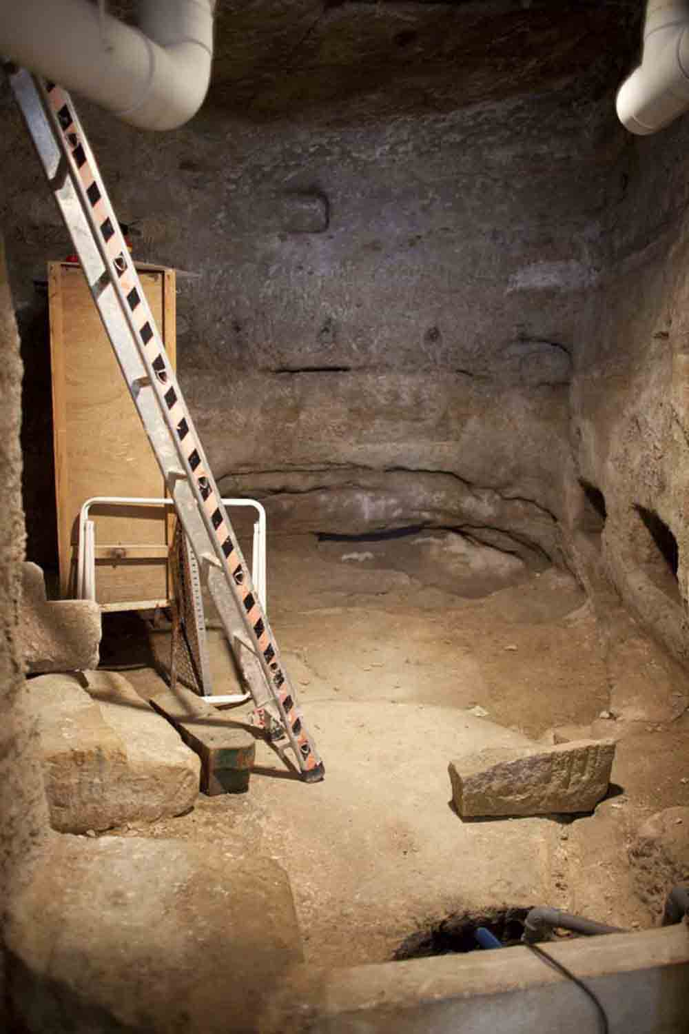 Neolithic Cistern, Lacoste, France, 2014