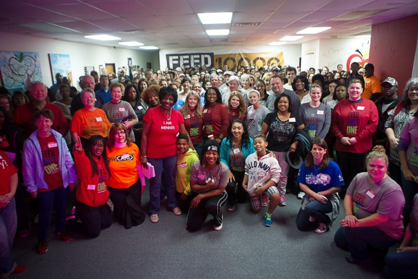 volunteers-416-thanksgiving-855x570.jpg