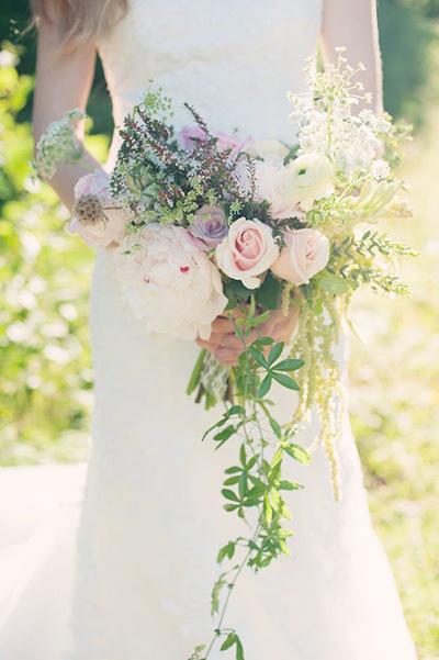 理想的新娘捧花粉加紫有野生的神祕氣息又有浪漫.jpg
