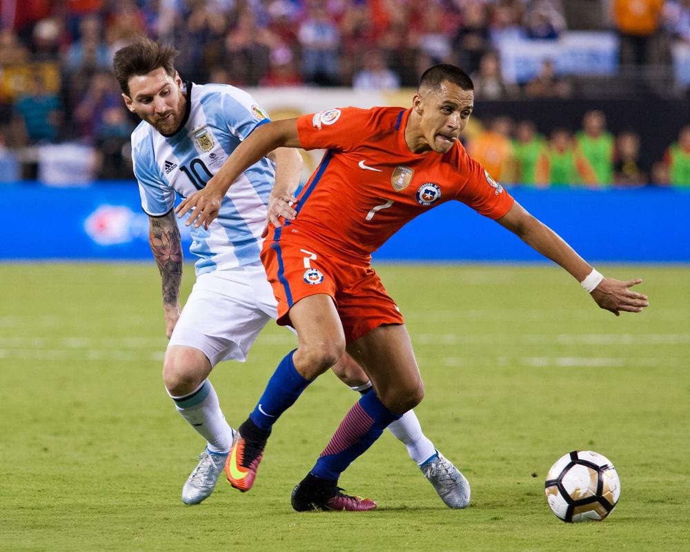 Alexis Sanchez (7) & Lionel Messi