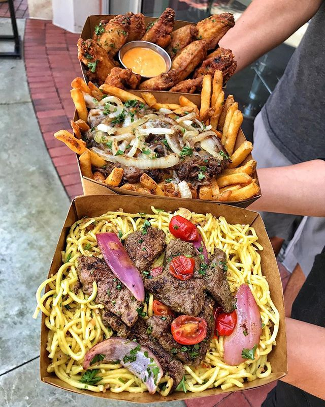 SHAKEN BEEF GARLIC NOODLES, DELICIOUS POUTINE, or HOUSE WINGS? 🍜🍟🍗 Which would you choose? 🤔 #huntingtonbeach #noodles #KitchenRepublic ________ 📍@KITCHENREPUBLICBISTRO ________ 👇🏼TAG A FOODIE👇🏼
