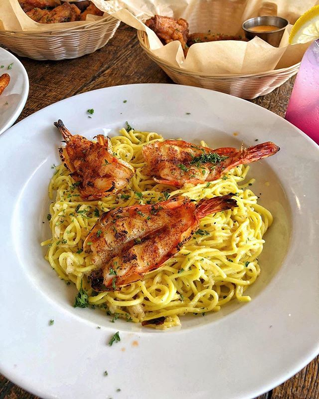 Some of our delicious garlic noodles with prawns 🦐 #huntingtonbeach #happyhour #KitchenRepublic ________ 📍@KITCHENREPUBLICBISTRO ________ 👇🏼TAG SOMEONE YOU'LL BRING👇🏼