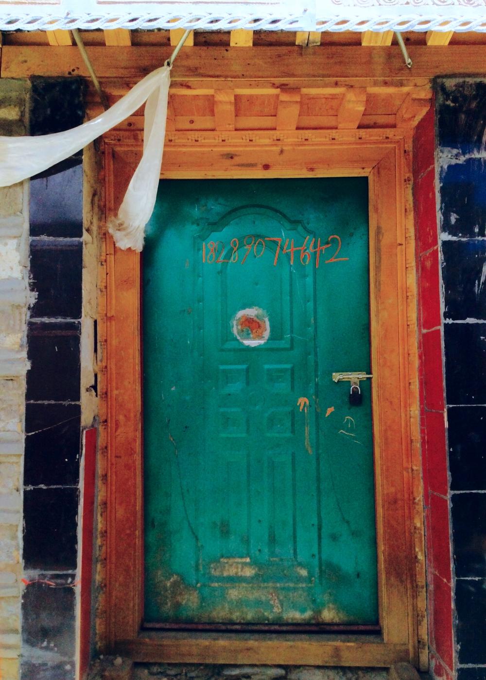 Green Door with Kata, Drakda