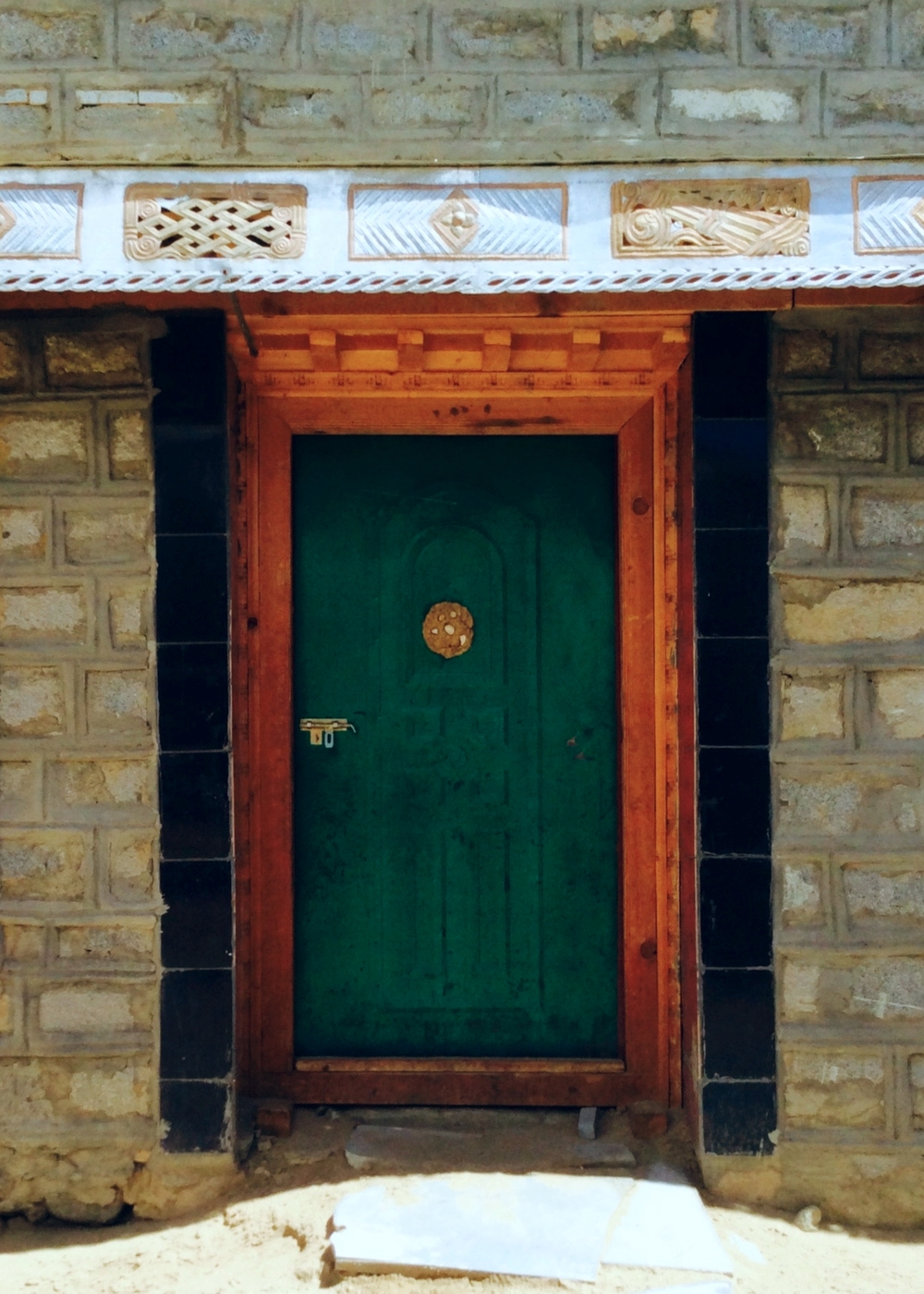 Green Door with Metal Frieze, Drakda