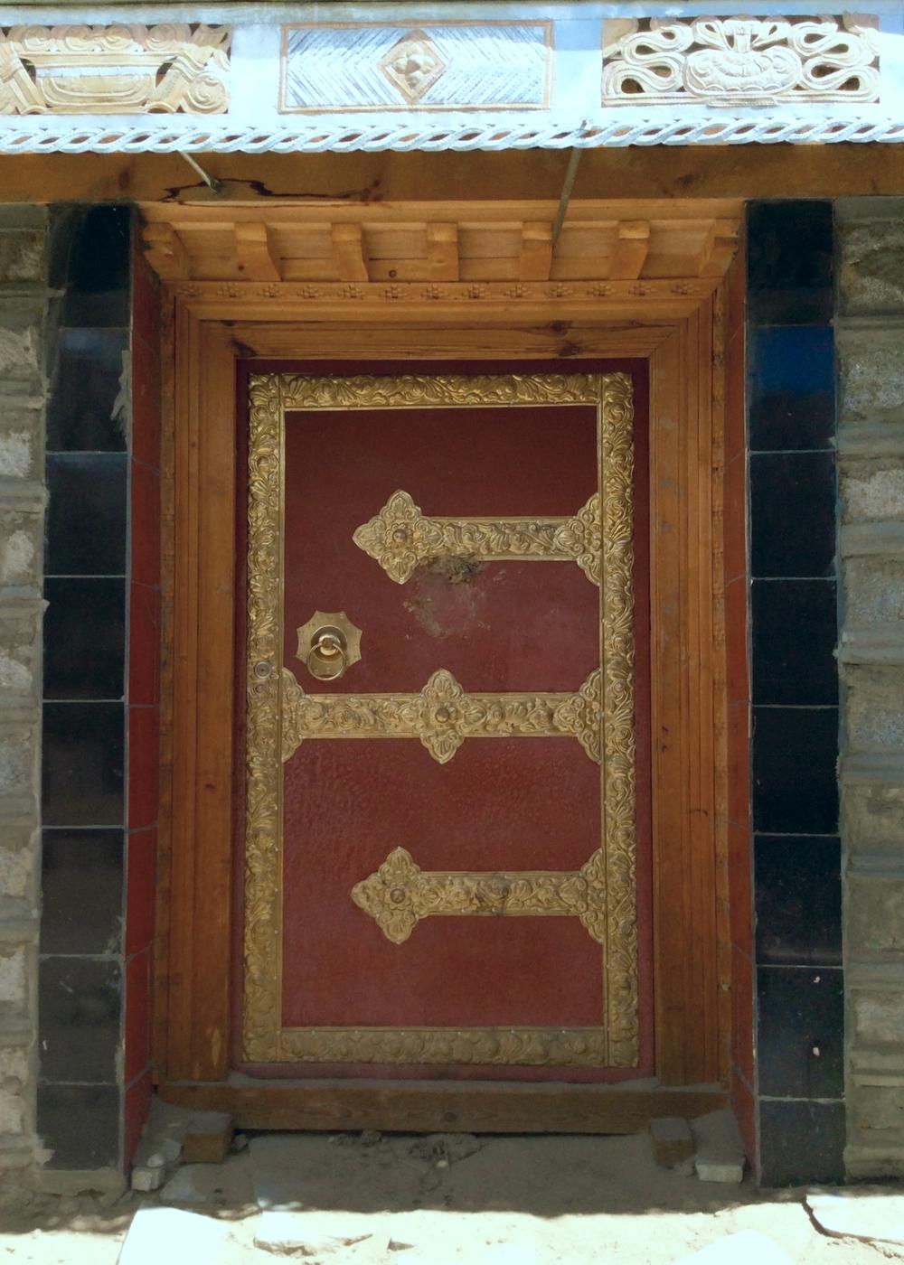 New Door with Brass, Drakda