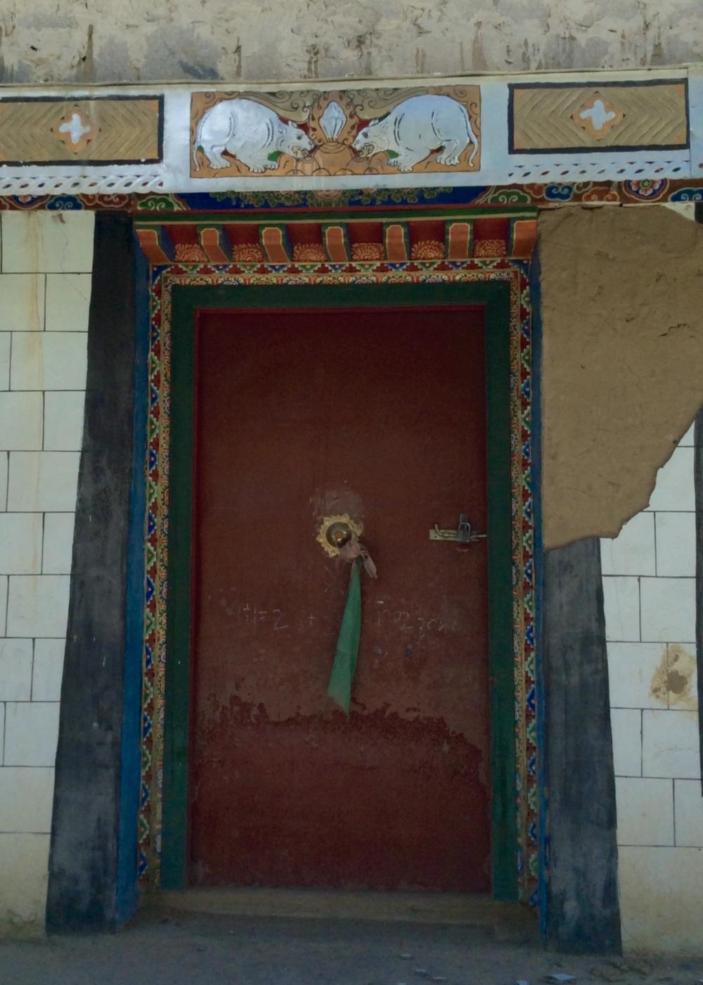 Red Door with Rats, Drakda