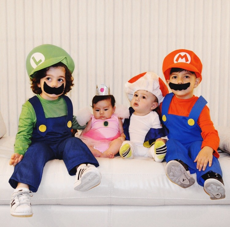 a super mario brothers halloween house of mark